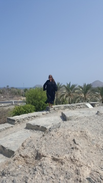 me-in-abaya-on-mt-rocks