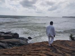 sri lanka yoga teacher on meditation island